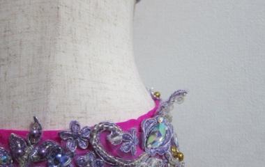 『ベリーダンス衣装 倒れてしまうレース装飾にはワイヤーを縫い付けると良し』の画像