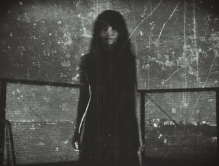 彼女と夜道を歩いていたら男4人に「いい女連れてんじゃん」と路地裏に連れ込まれた。俺は怖くて何も出来ず...。すると彼女が・・・ →「ぎゃぁあああああ!!」