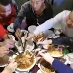 【動画】中国、宴会が始まるとみんなの箸が一斉に「豚肉」に集中、秒殺される! [海外]