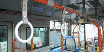 【恋冷め】彼氏とバスに乗ったとき「揺れますのでつり革か保護棒におつかまり下さい」→ 元カレ「僕の保護棒に掴まってもいいよ」