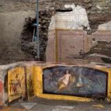 ポンペイ遺跡から2000年前のローマ時代の食堂が発見される 鶏やカモの絵 人の骨まで見つかる