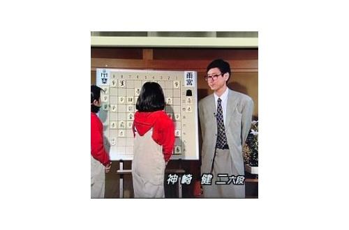 「終盤で後ろから覗くな」 藤井聡太五段を叱った神崎健二八段、批判が殺到しツイッターを非公開にするのサムネイル画像