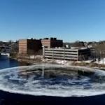 【動画】米国、「何じゃ、このデカさ!」川に直径90メートルの超巨大円盤が出現! [海外]