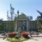 横浜美術館前の商業施設