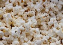 映画館「外から食べ物持ち込むな」