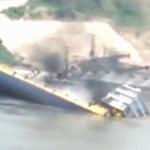 【動画】中国、大型貨物船が岸壁に接岸しようとしたら突然、転覆!その瞬間 [海外]