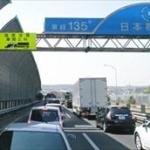 高速道路片側一車線で前をトロトロ走る車がいたらお前らどうする?