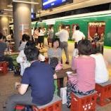 『駅のホームと車内を「酒場」にした京阪の思惑』の画像
