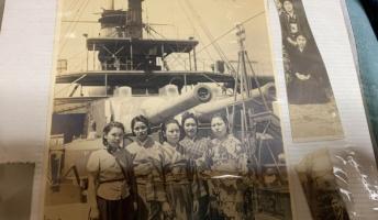 【画像】ひいばあちゃんの戦時中の写真出てきたんだがこの戦艦分かる奴いる?