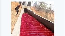 中国で川の水が真っ赤に染まる(画像あり)