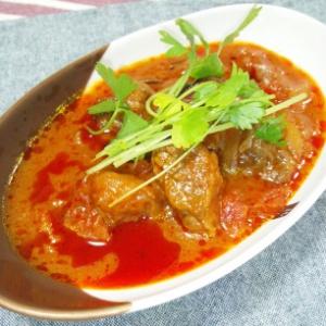 牛バラ肉のトマト煮込み