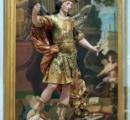 美術館で観光客が18世紀の聖ミハイル像と自撮り → 像を倒して復元不能 の大惨事