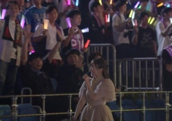 【衝撃】探せw ライブ映像で吉本坂芸人コンビが見きれてるぞ。。。【乃木坂46】