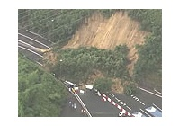 【動画】 京都縦貫道・沓掛ICで土砂崩れ 巻き込まれた車3台流される