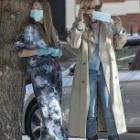 『【タバコがやめられない…!?】ケイト・モスが娘のライラとロンドンでお出かけ!Kate Moss and Lila Grace return to London』の画像
