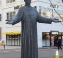【画像】 大分市のザビエル像、作者「何か違う。作り直すわ」 市「え、前とどこが変わったのこれ…」