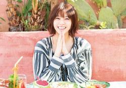 【乃木坂46】小指の癖なおった?w なぁちゃんの最新「ピース」写真がコチラ!