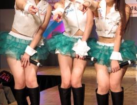ミニスカ加護ちゃん、2枚目シングル「まだ、やれる」披露
