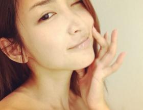 紗栄子が色っぽすぎるスッピン顔を披露wwwwwww