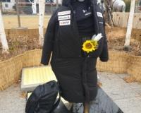 【悲報】韓国、慰安婦像に日本ブランドの服を着させ罪で警察出動wwwwwwwwwwwwww
