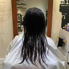 表参道 神宮前 東京都内で美髪パーマが得意な美容室ミンクス原宿 須永健次 セミロングの髪に大人なナチュラルパーマをかけてみました。細か過ぎないのがポイントです☆