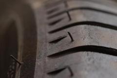 アルヴェル乗りは「格安タイヤ」をなぜ装着? 夏に増加するタイヤトラブル