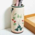 玄関のインテリアとしてもきれいな陶器製の傘立て。