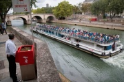 フランスが深刻な立ちション問題 パリ市「せや、街に立ちション専用箱を設置したろ」 → 苦情殺到
