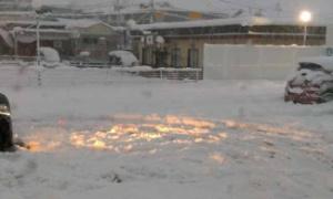 (°д ゚)3日続けて積雪し交通がマヒノギ