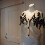 『N°21(ヌメロ ヴェントゥーノ)裏編みカーディガン』の画像