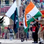【動画】インド・パキスタン国境で両国軍が威嚇し合う謎イベントがヤバ楽しい~!