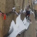『世界一危険な雪かき』の画像
