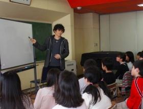 GACKTが小学校で特別授業。最後はちゃっかり宣伝で締めくくるw