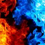『まるで神が降臨したかのような火山噴火と雷の神秘的な画像』の画像