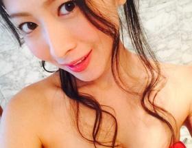 声優・茅原実里さん(33)、胸の谷間を露出