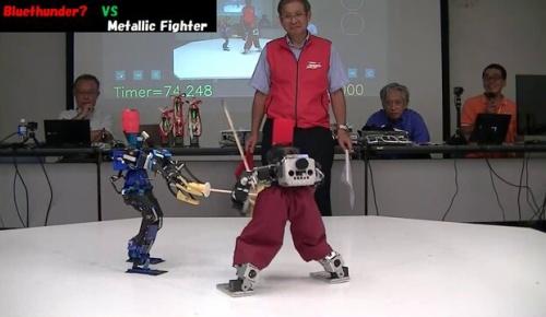 日本の剣道ロボット大会「第3回ROBO-ONE剣道」3位決定戦の映像が海外で話題に