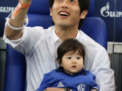【 画像 】シャルケ内田篤人と赤ちゃんの2ショット写真が話題!「可愛すぎる!」「内田ソックリw」