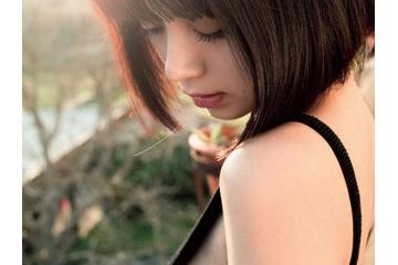 【画像】池田エライザ(23)、プレイボーイ最新号で横乳がガッツリ見えたビキニやハイレグ水着を惜しげもなく披露