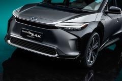 トヨタ、新型EV「bZ」発表! スバルと共同開発