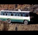 インド、バスが300m崖下に転落 30人以上が死亡 1人が途中で飛び降りて助かり、よじ登って通報