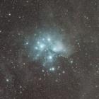 『プレアデス七姉妹と周辺に広がる分子雲』の画像