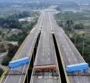 【悲報】ベネズエラ、小学生みたいな方法で国境を閉鎖