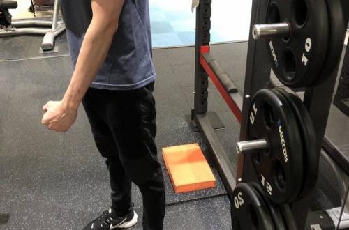 【画像】ワイの腕の筋肉って正直どれくらいのレベルなん?? のサムネイル画像