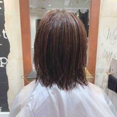 表参道でパーマ 神宮前 東京都内で美髪パーマが得意な美容室ミンクス原宿 須永健次 ハイライトの入った髪に大人なナチュラルパーマをかけてみました。薬剤選定がポイントです☆