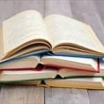 【特許】目線に合わせ本の角度調整ができ、寝ながら読書ができる「書見器」考案!!