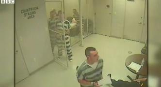 【動画】拘置所のドアがあっさり開き大脱走!? 実はとんでもない展開が