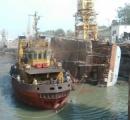【画像】インドのフリゲート艦、転覆・・・というか横転