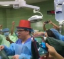 分娩室で出産中に医師達がカウントダウンして新年になると同時に赤子を引っ張りだすパーティーで大炎上