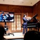 Ray自身のピアノ伴奏でバイオリン演奏リサイタル