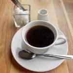 バカ「あっwコーヒーに砂糖入れるタイプかwww」